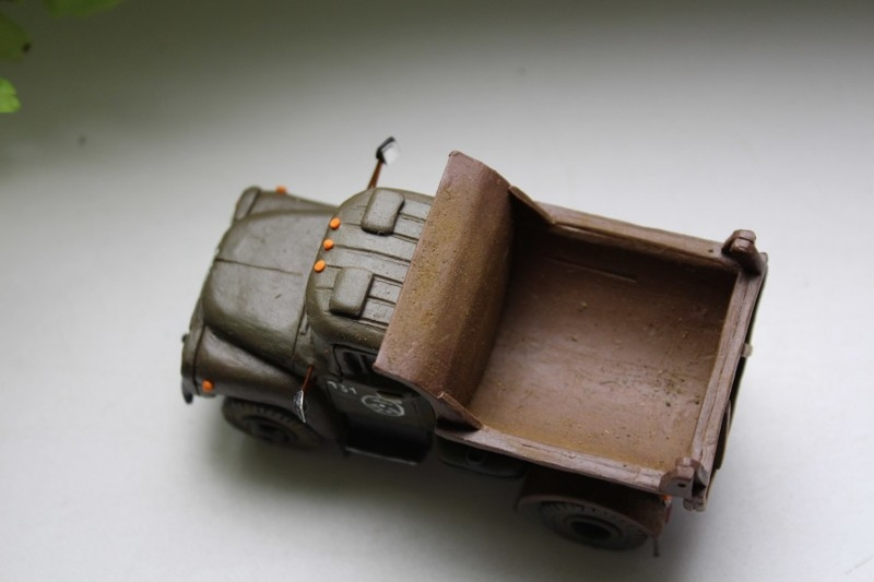 Man makes nice looking Soviet trucks out of play-doh