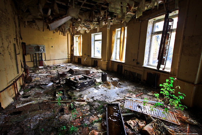 Abandoned Russian NAVY Analytics Center [33 photos]