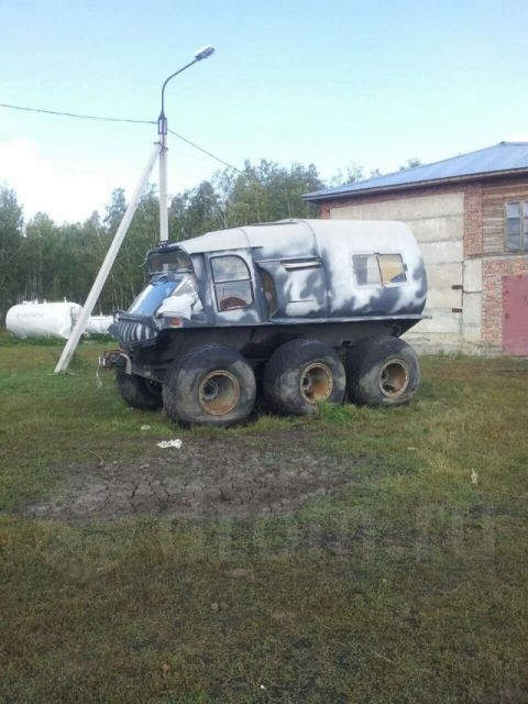 Man Makes a Six WheelCar to Travel on Swamps [photos]