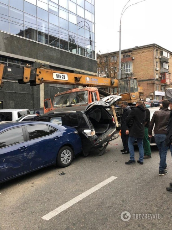 Crane Truck Smashed 20 Cars in Kiev Today