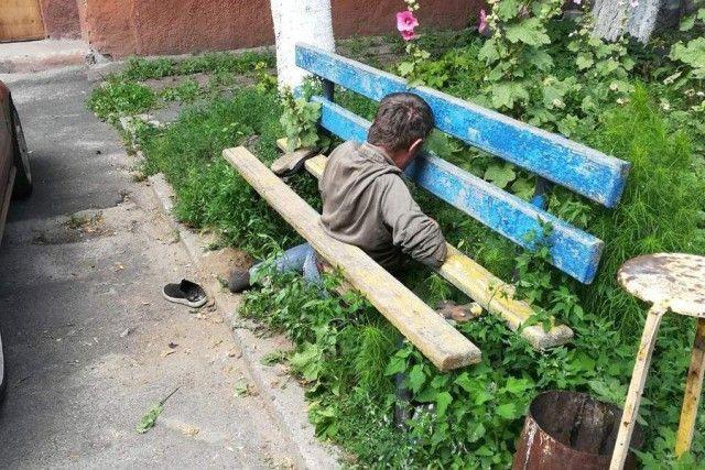 Drunk Man stuck in bench [photos]