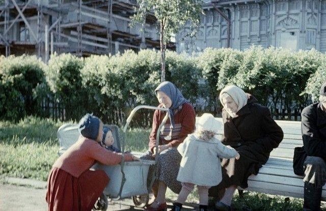 Colored Soviet Photos [photos]