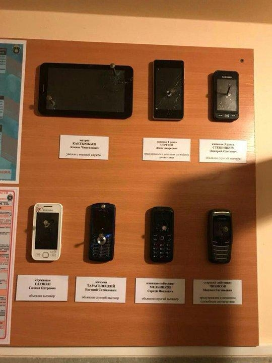 What Russian Army Does with Soldiers Mobile Phones [photos]