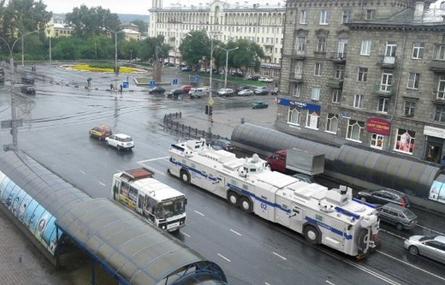 Russian Super Riot Bus Turned Out to be an Aprils Fool Joke [photos]