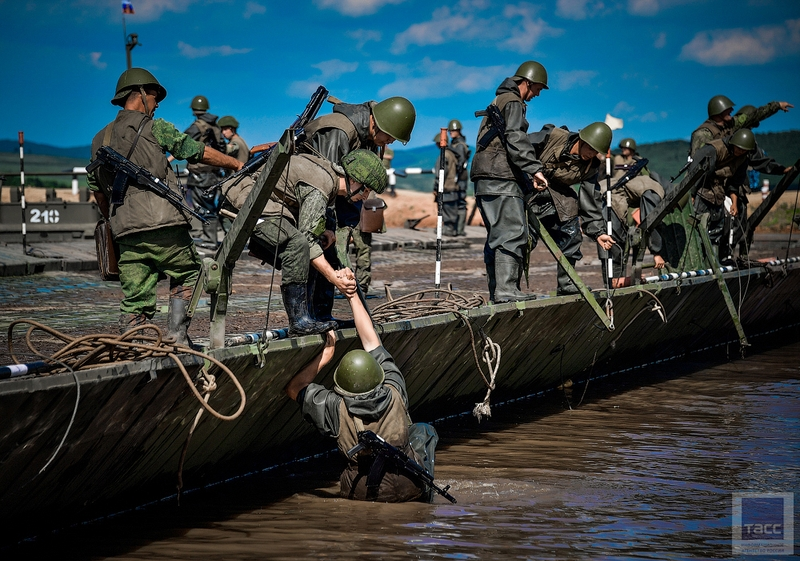 Pacific Russian Army Showing How to Cross Water Barriers