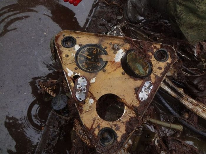 Rescuing World War II Plane Spent 76 Years in Swamps, Well Preserved [photos]