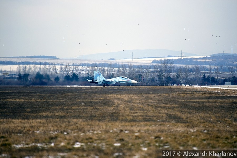 Jets in the Air Training: Unique Photos of SU-30SM Refuelling in the Air