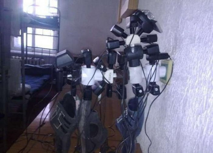 How they charge phones in Russian army [14 photos]