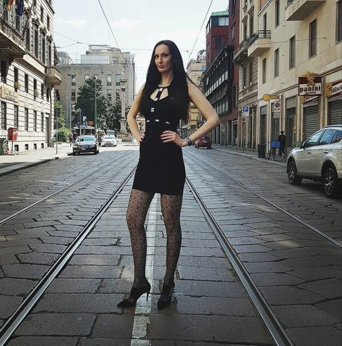Russian Woman With Longest Legs in the World