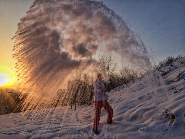 Russian People Throw Hot Water in the Air at -30 [10 photos]