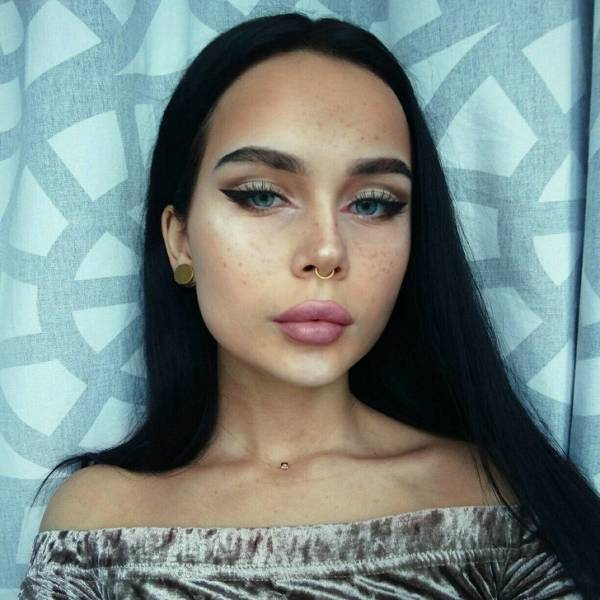 Russian Girl Uses Make Up to Turn Into Celebrities