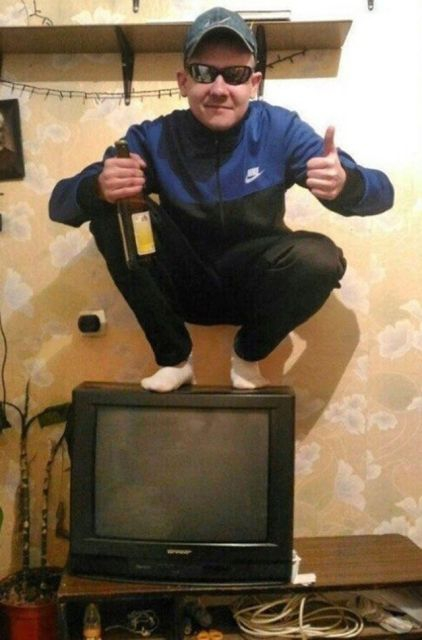 Squatting Russian People [30 photos]