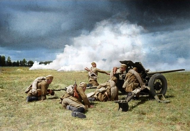 WW2 Photos Come to Life with Colorization [photos]