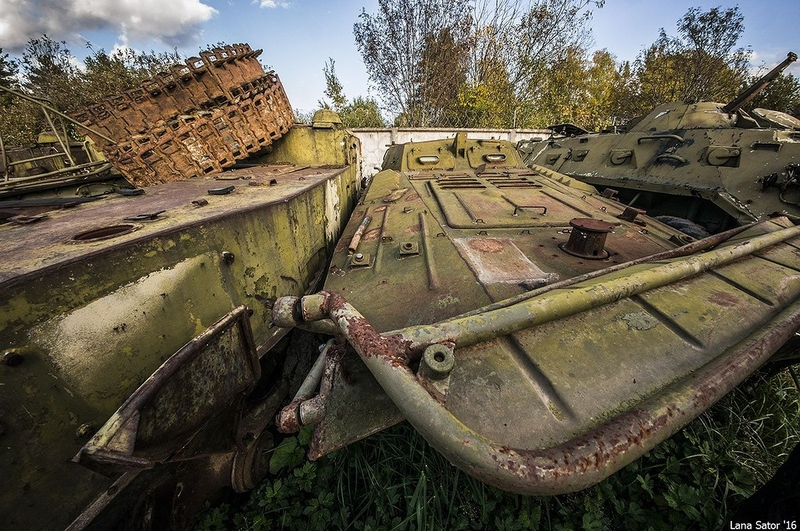 Cemetery of the old tanks: biggest dump site in Russia