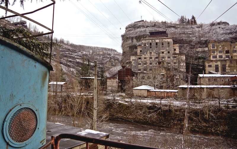 Disappearing city in Georgia Which Has a Creepy Network of Old Cable Cars