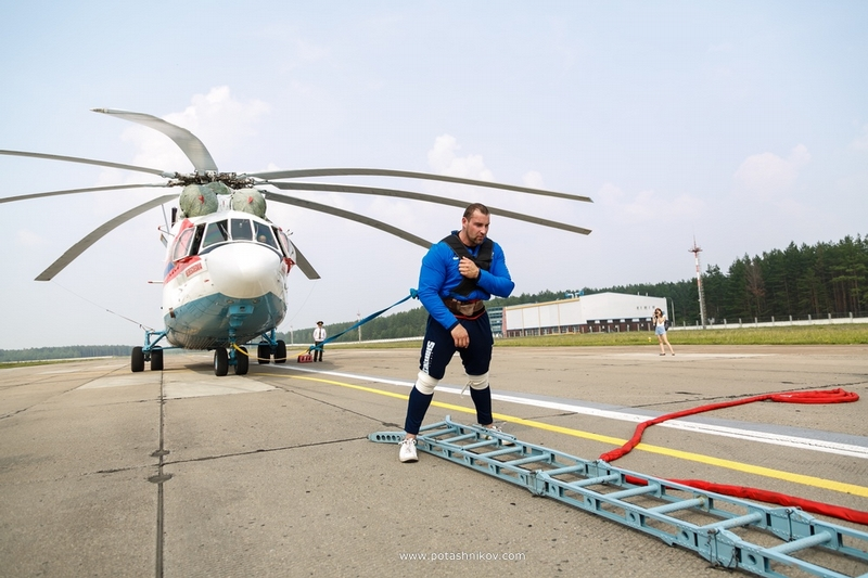 Guinness World Records record-holder, Kirill Shimko, has pulled the biggest helicopter in the world that weighs 35 tons