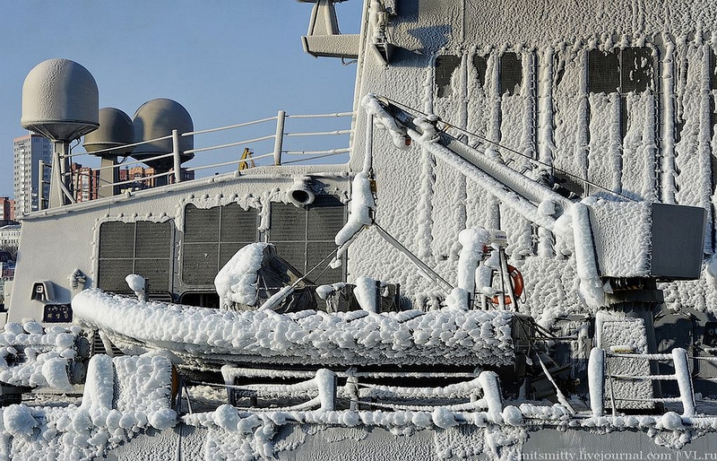 Korean Warships in Ice Arrive to Russia