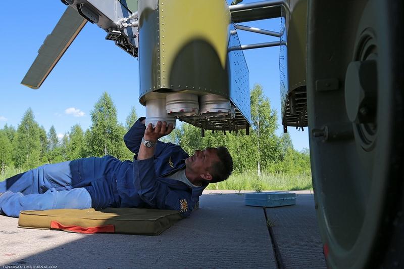 Planter des Mines avec l'aide d'hélicoptères ... 0_bea98_cc9ca535_XXL