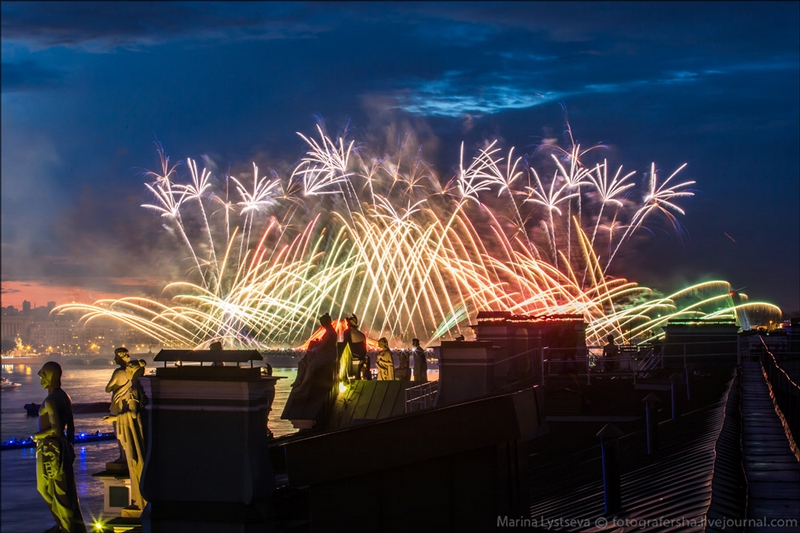 Grand Grad Party in St. Petersburg: 25,000 fireworks fired