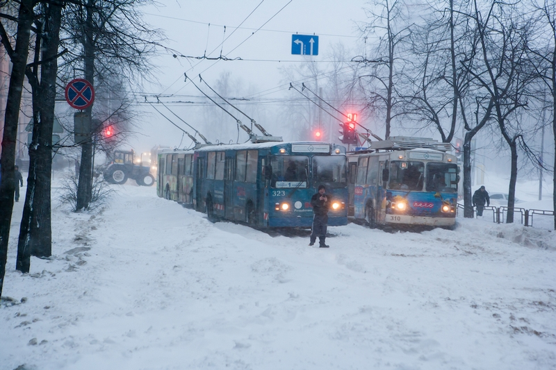 Russian city Petrozavodsk under heavy snow falls