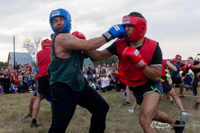 Thousands of People Engage in Fighting as a part of Russian Tradition