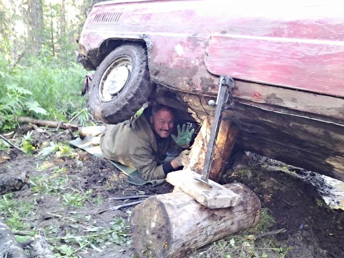 Three Russian Guys Travel Across Country in an Old Soviet Car