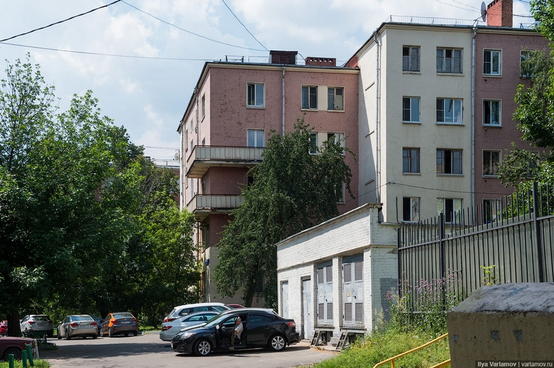 How do Moscow Illegal Migrant Workers live
