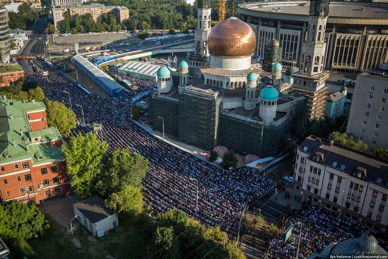 Big Muslim Holiday in Moscow and St. Petersburg 2014