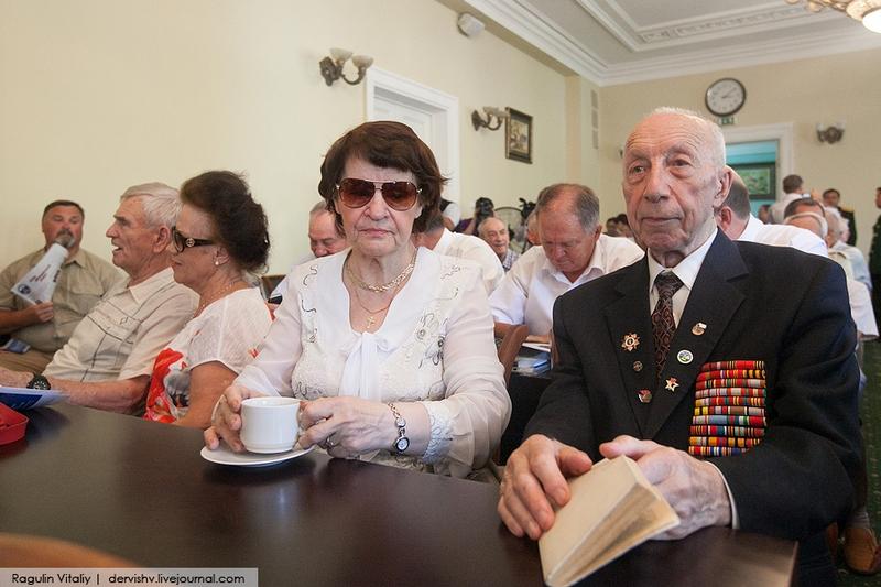 Russian Veterans in Vietnamesse Embassy