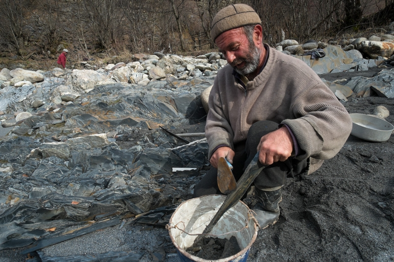 Old Fashioned Gold Mining in Georgia