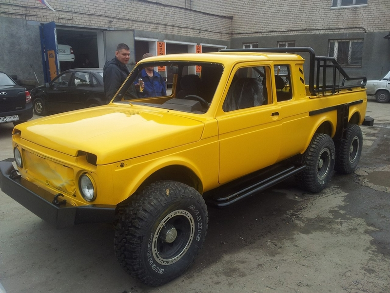Lada Niva Goes Six Wheeler