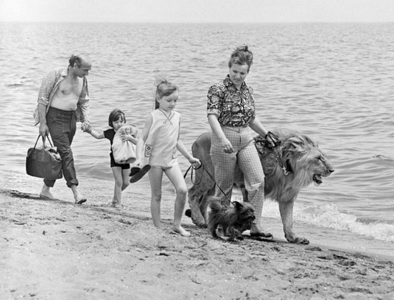 A Tragic Story of One Soviet Family Having Three Lions as Pets