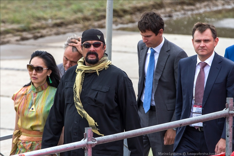 Steven Seagal Watches Russian Weapons in Action
