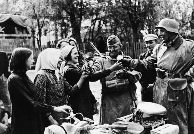 Ukrainian People Greet Nazi Germans