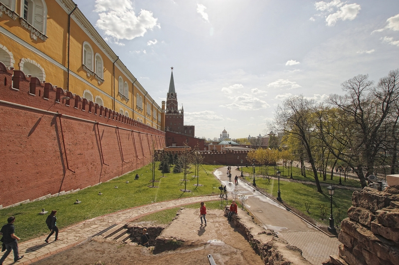 Walking Around the Kremlin