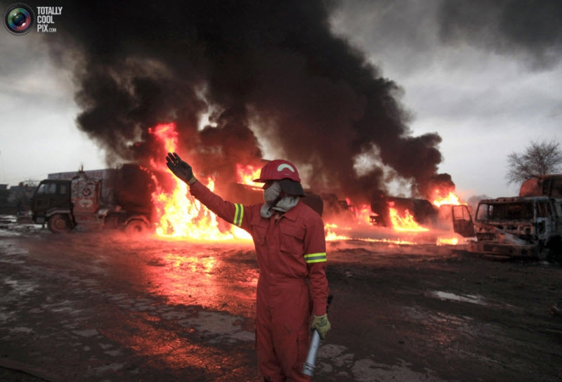 Amazing Pictures of Burning Gasoline Tankers