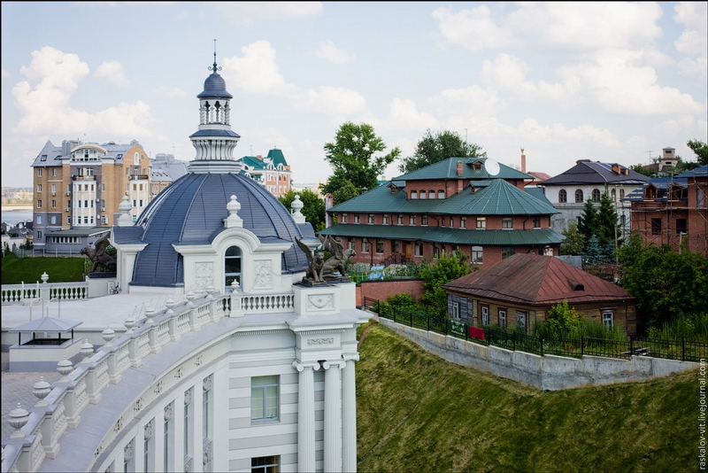 To the Roofs of Kazan