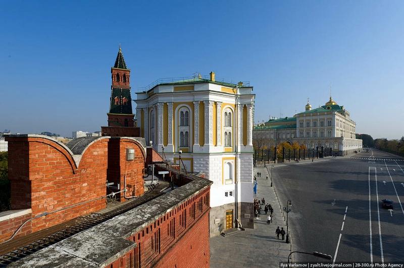 Walking Over The Kremlin Walls