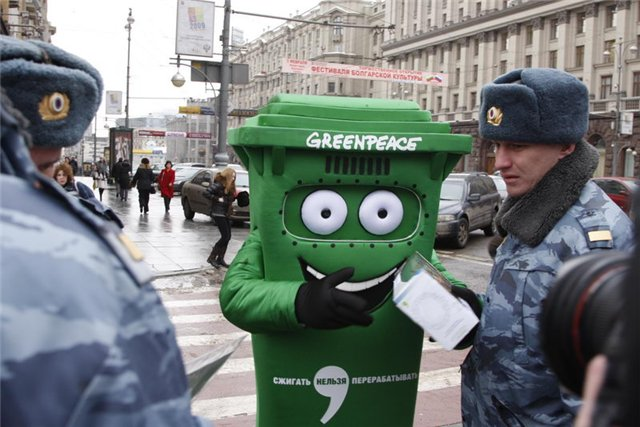 Russian police doesn't like greenpeace 1
