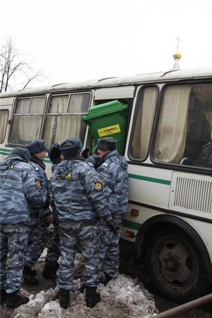 Russian police doesn't like greenpeace 4