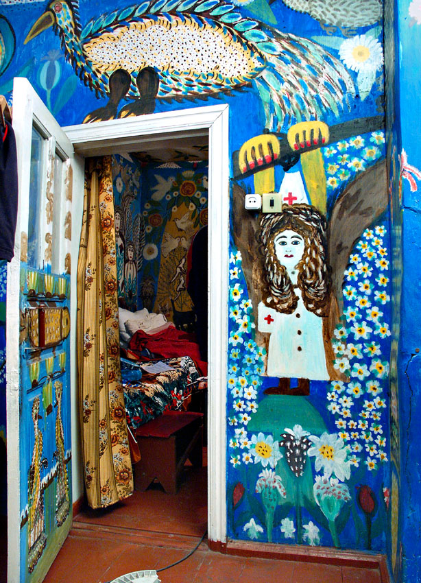 Old Russian lady painted house 2