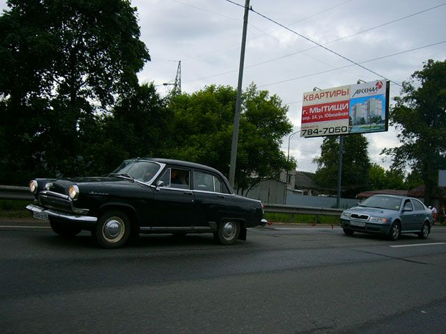 old car tows new car in Russia 1