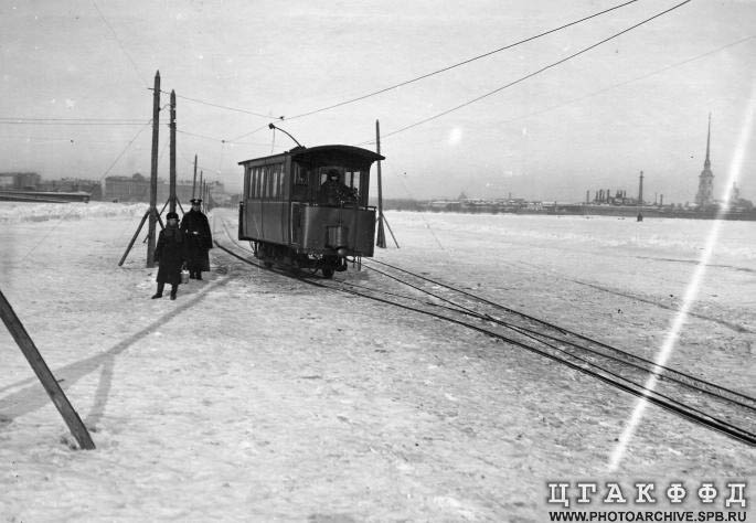 Russian tram goes on ice 4