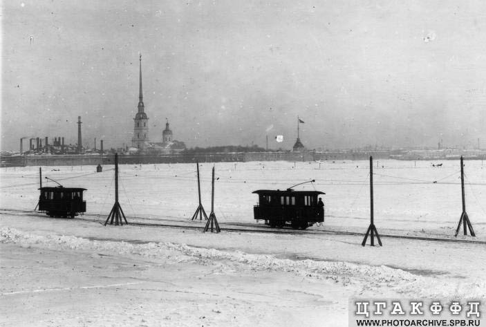 Russian tram goes on ice 6