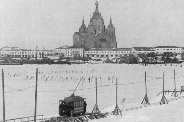 Russian tram goes on ice 7