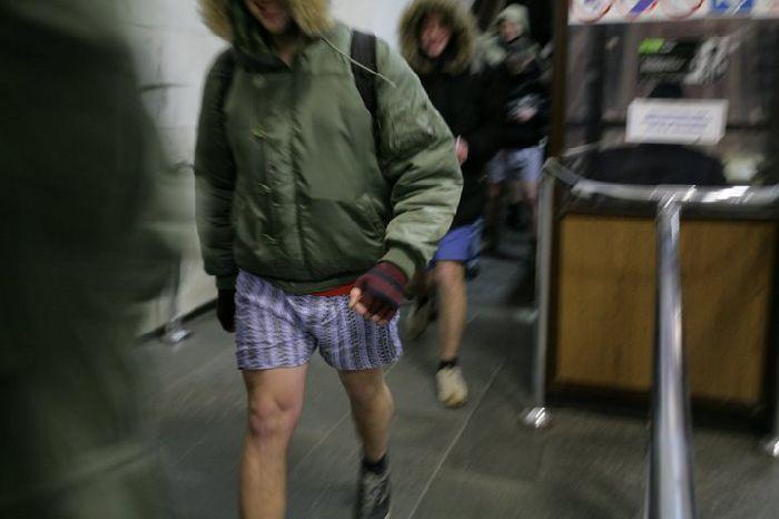 Pants down in Ukraine Subway 3