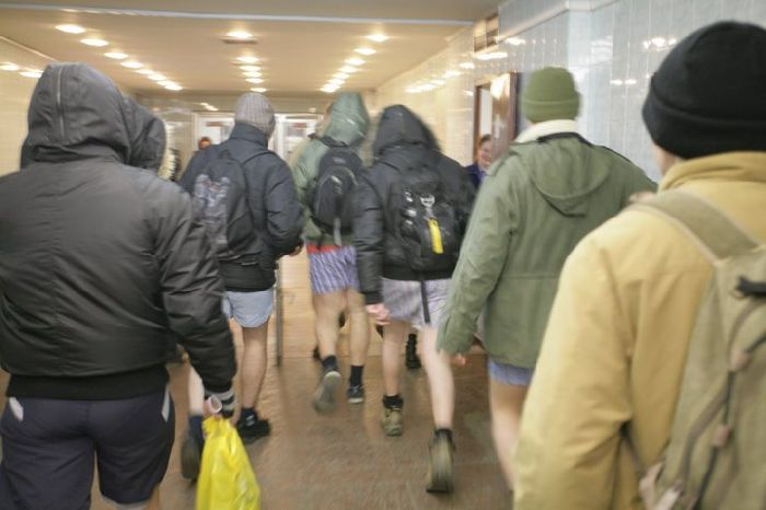 Pants down in Ukraine Subway 6