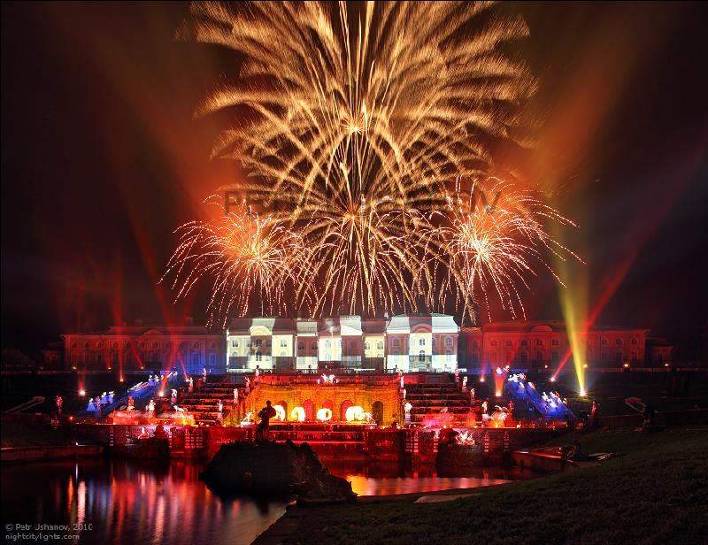 The Holiday Of Fountains - One Of The Greatest Pyrotechnic Shows In Russia!