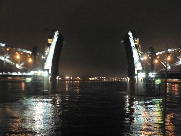 St. Petersburg bridges at night 17