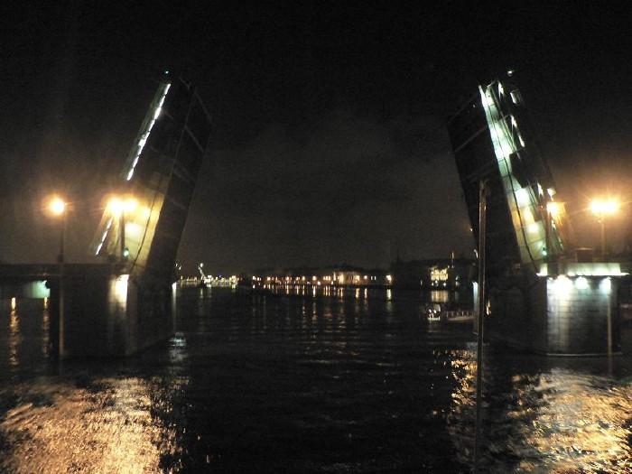 St. Petersburg bridges at night 4